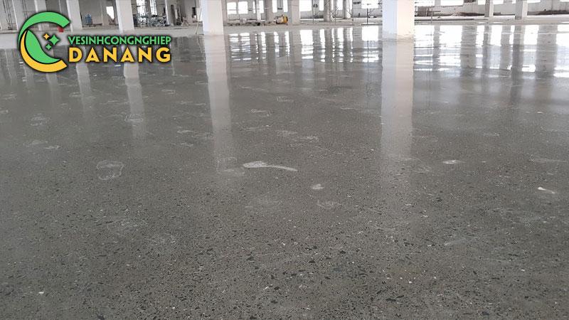 thi-cong-san-be-tong-mai-bong-cho-nha-xuong-7