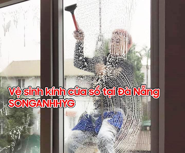 Vệ sinh kính cửa sổ tại Đà Nẵng