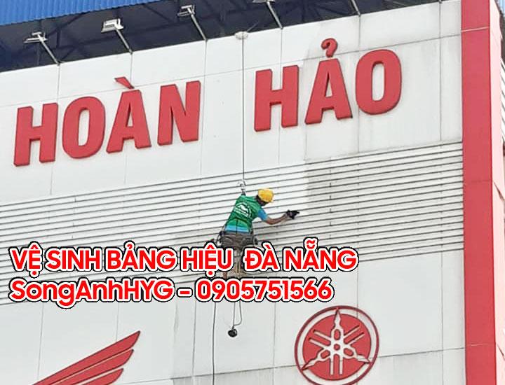 Vệ sinh bảng hiệu tại Đà Nẵng