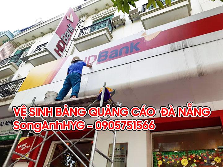Dịch vụ vệ sinh bảng quảng cáo tại Đà Nẵng