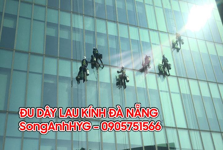 Dịch vụ đu dây lau kính mặt ngoài tại Đà Nẵng