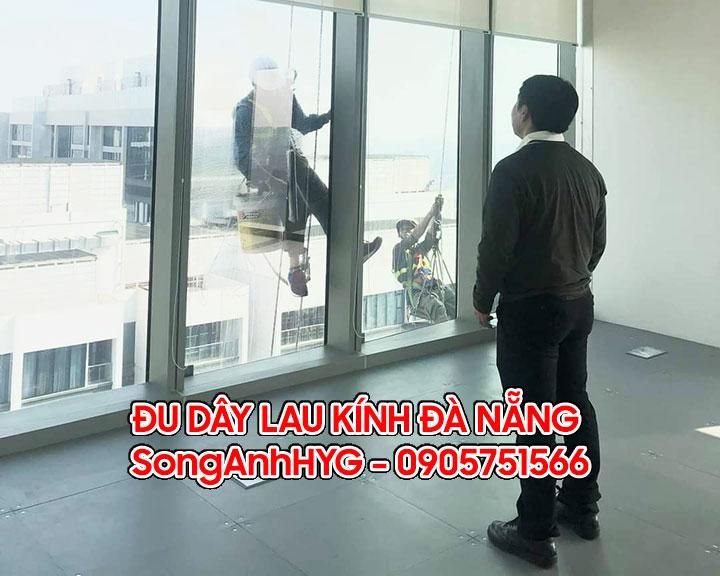 Đu dây lau kính cửa sổ tại Đà Nẵng