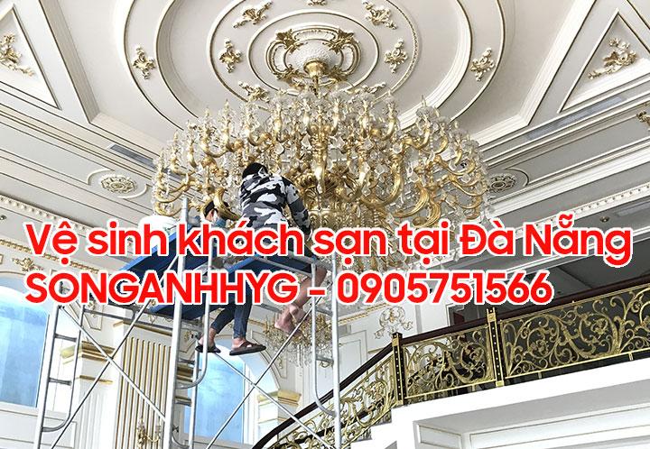 Vệ sinh đèn chùm khách sạn tại Đà Nẵng