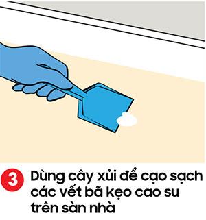 Dùng cây xủi để cạo sạch các vết bã keo cao su trên sàn nhà