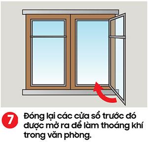 Đóng lại các cửa sổ sau khi đã lau sàn nhà